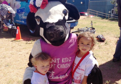 Chick-Fil-A Patriot's Festival kids with mascot